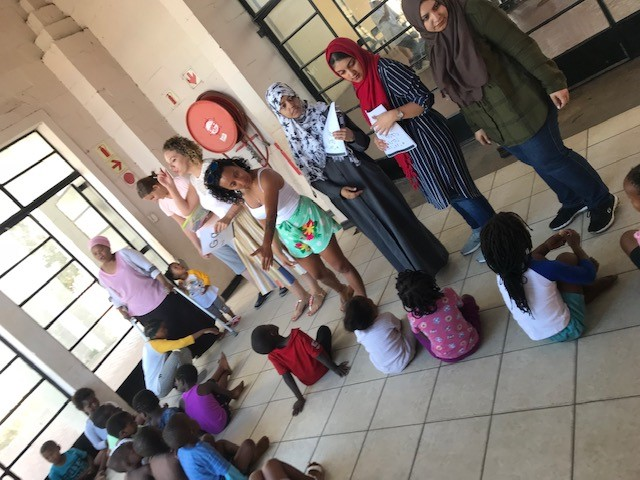 English stduents introducing activities