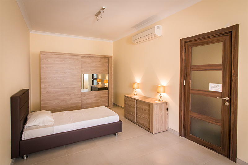 One Bedroom Apartments Accommodation For English Students With Ec